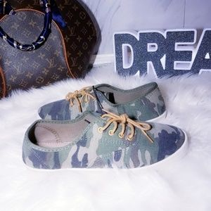 Shoes - New Green Army Print Sneakers Camouflage Size 11